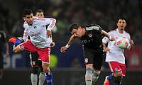 USSBALL   1. BUNDESLIGA    SAISON 2012/2013    10. Spieltag   Hamburger SV - FC Bayern Muenchen                    03.11.2012 Tomas Rincon (Hamburger SV) gegen Mario Mandzukic (re, Bayern)
