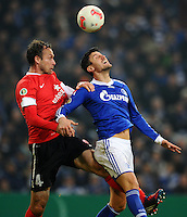 FUSSBALL   DFB POKAL    SAISON 2012/2013    ACHTELFINALE FC Schalke 04 - FSV Mainz 05                          18.12.2012 Nikolce Noveski (li, FSV Mainz 05) gegen Ciprian Marica (re, FC Schalke 04)
