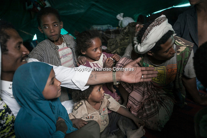 Thursday 09 July, 2015: Displaced from the heavy fighting and bombardments in Haradh bordertown are seen in Darawan, a temporary settlement in the outskirts of Sana'a, the capital city of Yemen. (Photo/Narciso Contreras)