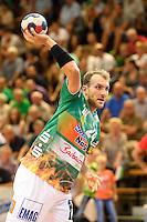 Marcel Schiller (FAG) beim Wurf, zieht ab