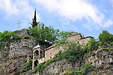Felsenkirche in Tchiatura - Region Imeretien). / Church in Tchiatura (Georgia).