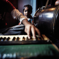 The sound of drums and harmonium are common in the Kathputli Colony. Located in northwest Delhi, Kathputli is inhabited by approximately 2,000 performing artists, practicing traditional art forms such as marionette puppetry, juggling, magic, acrobatics, dance and music. Many have travelled all over the world showcasing their abilities, but they still choose to remain living in this slum, which is one of the most impoverished in the city.