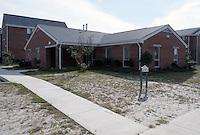 1990 October 01..Assisted Housing..Mission College...Model Unit Exterior...NEG#.NRHA#...HOUSING:M Colg 1 2:10
