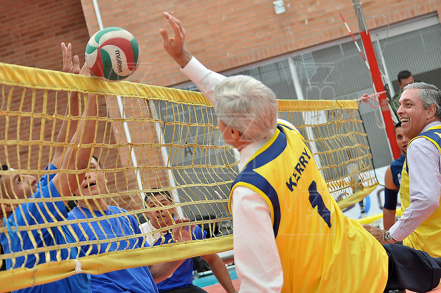 BOGOTÁ - COLOMBIA, 12-08-2013 John kerry Secretario de Estado de Estados Unidos durante su visita a uniformados de la Selección Colombia de Voleibol con limitaciones físicas hoy 12 de agosto de 2013 en el centro de alto rendimiento en la ciudad de Bogotá. Se remango una de las botas de su pantalón y participo en su entrenamiento como señal de apoyo y solidaridad./ John Kerry Secretary of State of the United States during his visit to disable soldiers who make the colombian volleyball team today August 12 at Centro de Alto Rendimiento in Bogota city. Kerry rolled up the sleeve of his pants and participated  in their training as a sign of support and solidarity. Photo: VizzorImage / Mauricio Orjuela / Min defensa /HANDOUT PICTURE; THIS PICURE IS DISTRIBUITED AS A SERVICE TO OUR CLIENTS./ MANDATORY USE EDITORIAL ONLY/