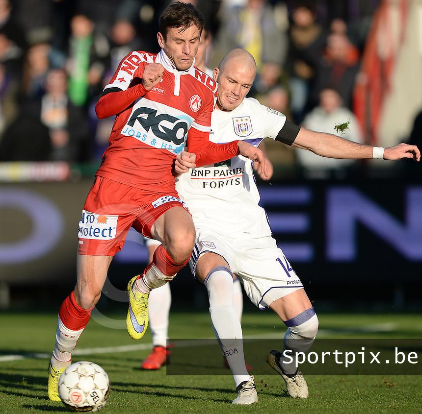 KV Kortrijk - RSC Anderlecht : duel tussen Andriy Totovytskyi (links) en Bram Nuytinck (r)<br /> Foto David Catry | VDB | Bart Vandenbroucke