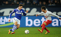 FUSSBALL   1. BUNDESLIGA   SAISON 2011/2012   18. SPIELTAG FC Schalke 04 - VfB Stuttgart            21.01.2012 Julian Draxler (FC Schalke 04) gegen Stedano Celozzi (re, Stuttgart)