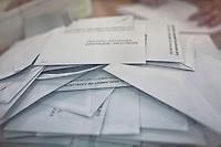Spagna Barcellona  Elezioni all'assemblea catalana 25 Novembre 2012 Un seggio elettorale nella cittadina di  Gelida (Barcellona) le schede elettorali