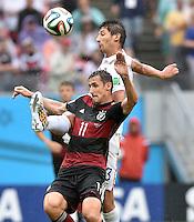 FUSSBALL WM 2014  VORRUNDE    GRUPPE G USA - Deutschland                  26.06.2014 Miroslav Klose (vorn, Deutschland) gegen Omar Gonzalez (hinten, USA)