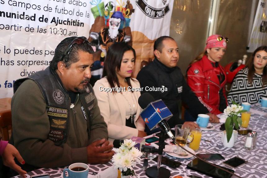 El presidente municipal de Colón Alejandro Ochoa Valencia junto con su esposa presentaron los pormenores del Motojuguetón 2017.