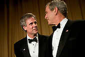 Washington, D.C. - April 21, 2007 - United States President George W Bush (R) looks to his spokesperson Tony Snow (L), who has been out since cancer was discovered during a surgery, at the White House Correspondents Association Dinner April 21, 2007 in Washington, DC.  Comedian Rich Little hosted and provided entertainment for President George W Bush, White House reporters, their guests and celebrities. .Credit: Brendan Smialowski - Pool via CNP