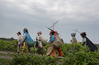 India – West Bengal: Pluckers at Mogulkata Tea Estate, in the Dooars region, returning home after a day of work. Every plucker works 8 hours per day, in four shifts of two hours each.
