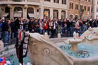 Roma 19 Febbraio 2015<br /> Hooligan olandesi  in Piazza di Spagna , dove si sono riuniti circa 500 tifosi olandesi del Feyenoord, in vista della partita che si svolger&agrave; stasera allo stadio Olimpico contro la Roma. La fontana di piazza di Spagna piena di bottiglie lanciate dai tifosi olandesi    <br /> Rome February 19, 2015<br /> Dutch hooligan in Piazza di Spagna, where gathered about 500 Dutch fans of Feyenoord, in view of the match that will take place tonight at the Olympic Stadium against Roma.The fountain in Piazza di Spagna full of bottles thrown by Dutch fans