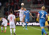Fussball 1. Bundesliga 2012/2013: Relegation  Bundesliga / 2. Liga  TSG 1899 Hoffenheim  - 1. FC Kaiserslautern          23.05.2013 Enis Hajri (li, 1. FC Kaiserslautern) gegen Roberto Firmino (re, TSG 1899 Hoffenheim)