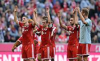 Fussball  1. Bundesliga  Saison 2013/2014  9. Spieltag FC Bayern Muenchen - 1. FSV Mainz     19.10.2013 Schlussjubel FC Bayern Muenchen, Laola; Bastian Schweinsteiger, Philipp Lahm, Diego Contento und Jan Kirchhoff (v.li.)