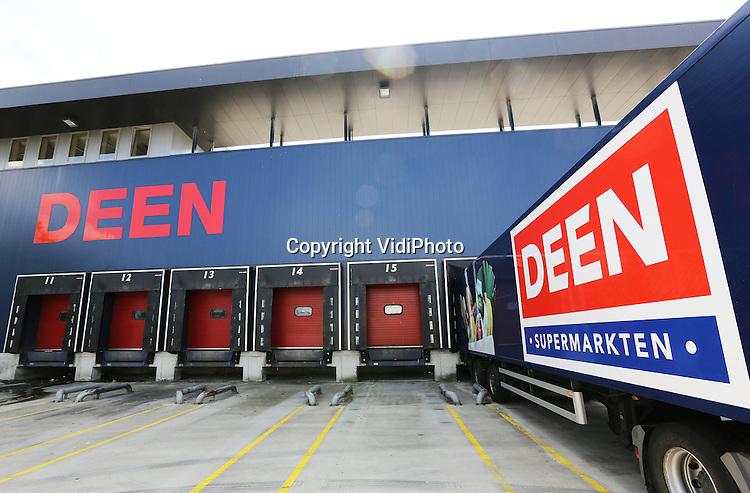 Foto: VidiPhoto<br /> <br /> HOORN - Hoofdkantoor van Deen Supermarkten BV in Hoorn.