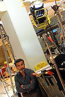 Casa COOP.Dietro le quinte.Backstage.2°serie.Lavoratori dello spettacolo durante la riprese di Casa Coop.Workers in the entertainment during the filming of House Coop.Paolo Sassanelli.