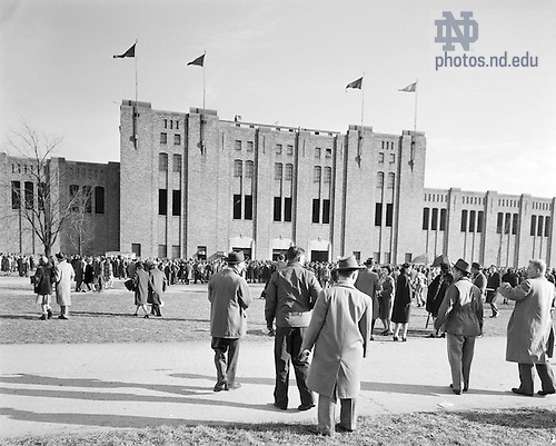 GBBY 45F/4402:  Football Game Day - Notre Dame vs. Southern California (USC) - Fans Outside Notre Dame Stadium, 1946/1130.