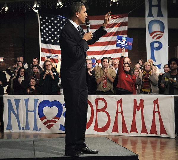 Manchester, New Hampshire: December 19, 2007.Presidential candidate Barack Obama is applauded during a campaign town hall meeting held inside The Armory, a part of The Raddison Hotel. On this date, he was vying for the Democratic nomination.  ©Christopher Fitzgerald / CandidatePhotos.com
