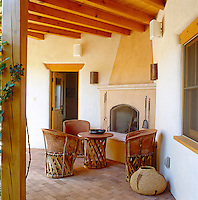 All the colours of the surrounding desert are echoed in the materials and furnishings in this corner of the inner courtyard