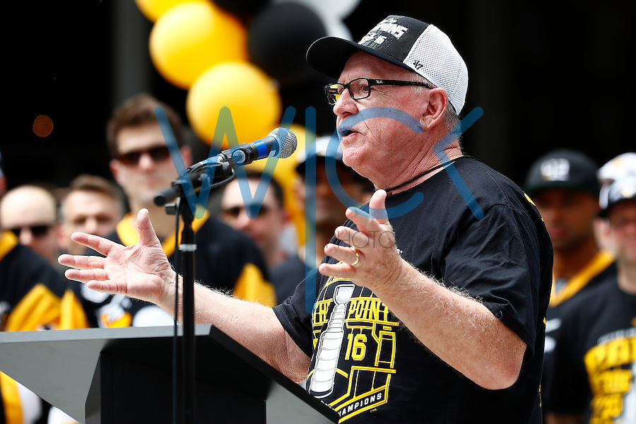 Pittsburgh Penguins general manager Jim Rutherford speaks on stage during the Stanley Cup victory parade in downtown Pittsburgh, Pennsylvania on June 15, 2016. (Photo by Jared Wickerham / DKPS)