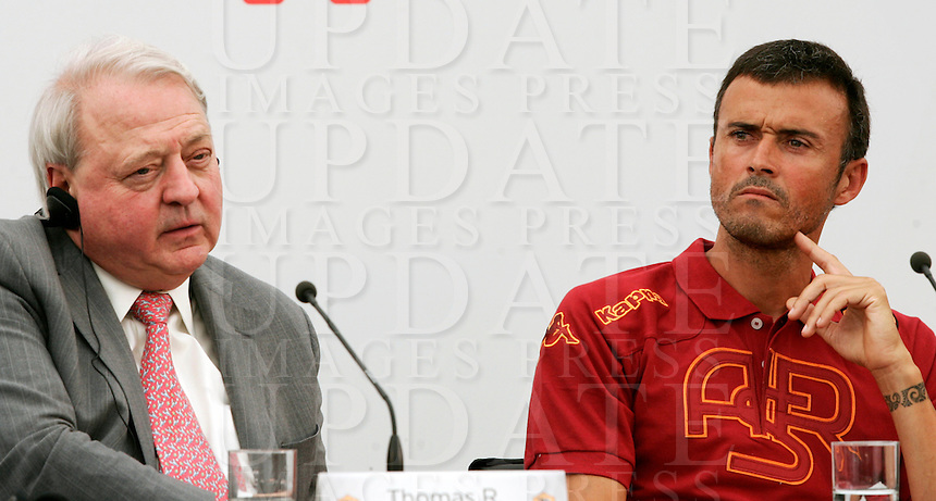 "Il manager statunitense Thomas Richard DiBenedetto, in procinto di diventare il prossimo presidente della Roma, ed il nuovo allenatore Luis Enrique, durante una conferenza stampa al centro sportivo ""Fulvio Bernardini"" di Trigoria, Roma, 14 luglio 2011..US executive Thomas Richard DiBenedetto, AS Roma football club's newly appointed president, and new coach Luis Enrique, of Spain, attend a press conference at the club's sporting center in Rome, 14 july 2011..UPDATE IMAGES PRESS/Riccardo De Luca"