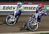 Heat 15 - Leigh Lanham (red), Nicki Pedersen - Arena Essex Hammers vs Eastbourne Eagles - Sky Sports Elite League 'B' - 04/10/2006 - MANDATORY CREDIT: Gavin Ellis/TGSPHOTO