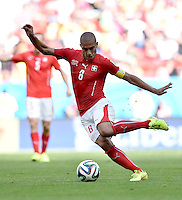 FUSSBALL WM 2014  VORRUNDE    Gruppe D     Schweiz - Ecuador                      15.06.2014 Goekhan Inler (Schweiz) am Ball