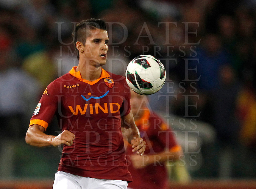 Calcio, Serie A: Roma vs Sampdoria. Roma, stadio Olimpico, 26 settembre 2012..AS Roma forward Erik Lamela, of Argentina, in action during the Italian Serie A football match between AS Roma and Sampdoria at Rome's Olympic stadium, 26 September 2012..UPDATE IMAGES PRESS/Isabella Bonotto