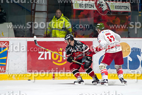 28.12.2015, Ice Rink, Znojmo, CZE, EBEL, HC Orli Znojmo vs HCB Suedtirol, 36. Runde, im Bild v.l. Roman Tomas (HC Orli Znojmo) Alexander Egger (HCB Sudtirol) // during the Erste Bank Icehockey League 36nd round match between HC Orli Znojmo and HCB Suedtirol at the Ice Rink in Znojmo, Czech Republic on 2015/12/28. EXPA Pictures © 2015, PhotoCredit: EXPA/ Rostislav Pfeffer