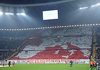 FUSSBALL   CHAMPIONS LEAGUE   SAISON 2011/2012     02.11.2011 FC Bayern Muenchen - SSC Neapel FC Bayern Muenchen Fankurve , Suedkurve mit einem Banner, WER NACH HAUSE WILL MUSS SICH AUF DEN WEG MACHEN