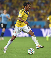 FUSSBALL WM 2014                ACHTELFINALE Kolumbien - Uruguay                  28.06.2014 Juan Guillermo Cuadrado (Kolumbien) am Ball