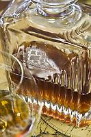 France/DOM/Martinique/ Saint-Pierre:  Distillerie Neisson -Rhum AOC de la Martinique- Rhum vieux  dans une bouteille de Baccarat aux armes de la distillerie Neisson