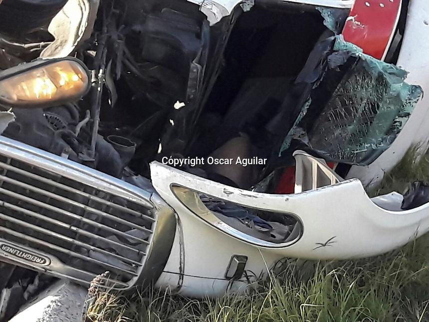 Querétaro, Qro. 8 de noviembre de 2016.- Fallece conductor de tráiler al volcar el camión al tratar de incorporarse a la carretera a Bernal proveniente de la México-Querétaro.