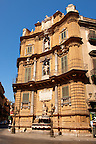 Quatro Canti (Four Corners), Piazza Vigliena. Baroque style buildings by Giuseppe Lasso (1609). The Baroque heart of Palermo, Sicily