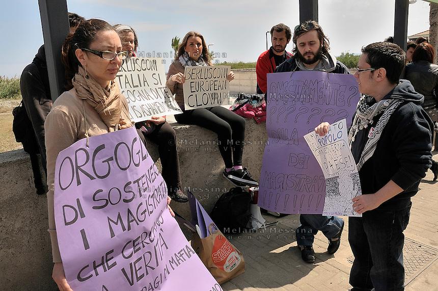 garrison to protest against the arrival of Berlusconi In Palermo.<br /> presidio di protesta per l'arrivo di Berlusconi a Palermo