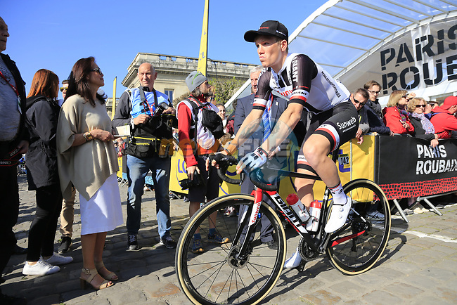 Soren Kragh Andersen (DEN) Team Sunweb at sign on for the 115th edition of the Paris-Roubaix 2017 race running 257km Compiegne to Roubaix, France. 9th April 2017.<br /> Picture: Eoin Clarke | Cyclefile<br /> <br /> <br /> All photos usage must carry mandatory copyright credit (&copy; Cyclefile | Eoin Clarke)