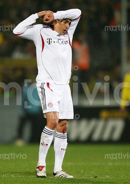 Fussball  DFB-Pokal  Saison 2006/2007  Achtelfinale Alemannia Aachen - FC Bayern Muenchen   LUCIO (Bayern) enttaeuscht