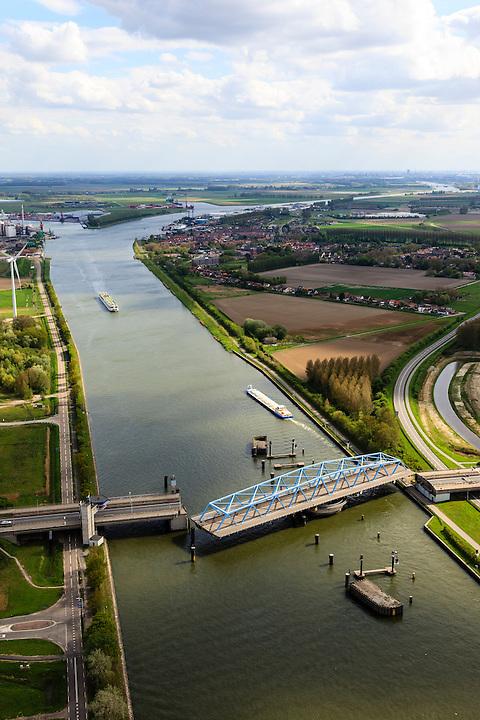 Nederland, Zeeland, Zeeuws-Vlaanderen, 09-05-2013; Sluiskil, Kanaal Gent-Terneuzen, kanaalkruising Sluiskil.  Foto richting Sluiskil.<br /> De brug in de N61 sluit zeer regelmatig voor zeeschepen en dit veroorzaakt files. Daarom zal de kanaalbrug vervangen worden door een tunnel, de Sluiskiltunnel (oplevering 2015).<br /> The pivot bridge over the canal Gent-Terneuzen (Zeeland) closes very regularly for seagoing vessels and this causes traffic jams. Therefore, the canal bridge will be replaced by a tunnel, the tunnel Sluiskil (completion 2015).<br /> luchtfoto (toeslag op standard tarieven);<br /> aerial photo (additional fee required);<br /> copyright foto/photo Siebe Swart.
