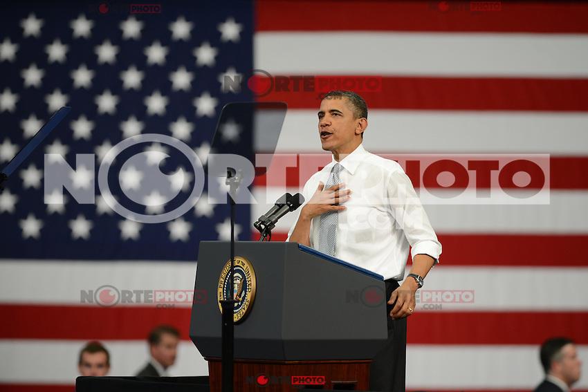 BOCA RATON, FL - 10 de abril2012: EE.UU. El presidente Barack Obama habla de reforma fiscal de la Florida Atlantic University El presidente Obama habl&oacute; sobre la Regla de Buffet, llamada as&iacute; por el multimillonario Warren Buffet, la legislaci&oacute;n propuesta de reforma tributaria que pretende establecer un impuesto m&iacute;nimo para los millonarios, que se enfrentar&aacute; a una votaci&oacute;n de procedimiento de la pr&oacute;xima semana en el Senado de los EE.UU., el 10 de abril de 2012 en Boca Raton, Florida. &copy; (*mpi04/MediaPunch/NortePhoto.com*)<br /> ***SOLO*VENTA*EN*M&Eacute;XICO***