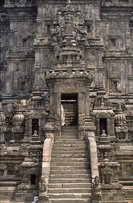 Indonesia, Java island; Yogyakarta : Prambanan Temple, UNESCO World Heritage Site.<br /> Indonesia; Giava; Yogyakarta, Tempio Prambanan, bene protetto dall'UNESCO,patrimonio dell'umanit&agrave;.