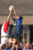 20,05/06 Powergen Cup Bath Rugby vs Bristol Rugby, Bath's Danny Grewcock, collects the line out ball, Bristol's Olly Kohn callanges.  Bath, ENGLAND, 01.10.2005   © Peter Spurrier/Intersport Images - email images@intersport-images..