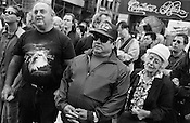 New Yorkers, Vietnam War veterans, and visitors from all over the world, stop on lower Broadway to look at the smouldering buildings of the World Trade Centre complex, and to remember and pay tribute to the victims of the September 11th 2001 terrorist attack on the World Trade Centre buildings in Lower Manhattan by AL-Qaeda terrorists. New York, America.