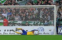 FUSSBALL   1. BUNDESLIGA   SAISON 2011/2012    12. SPIELTAG  05.11.2011 SV Werder Bremen - 1.FC Koeln Tor zum 0-1 Torwart Tim Wiese (SV Werder Bremen) kommt nicht an den Ball.
