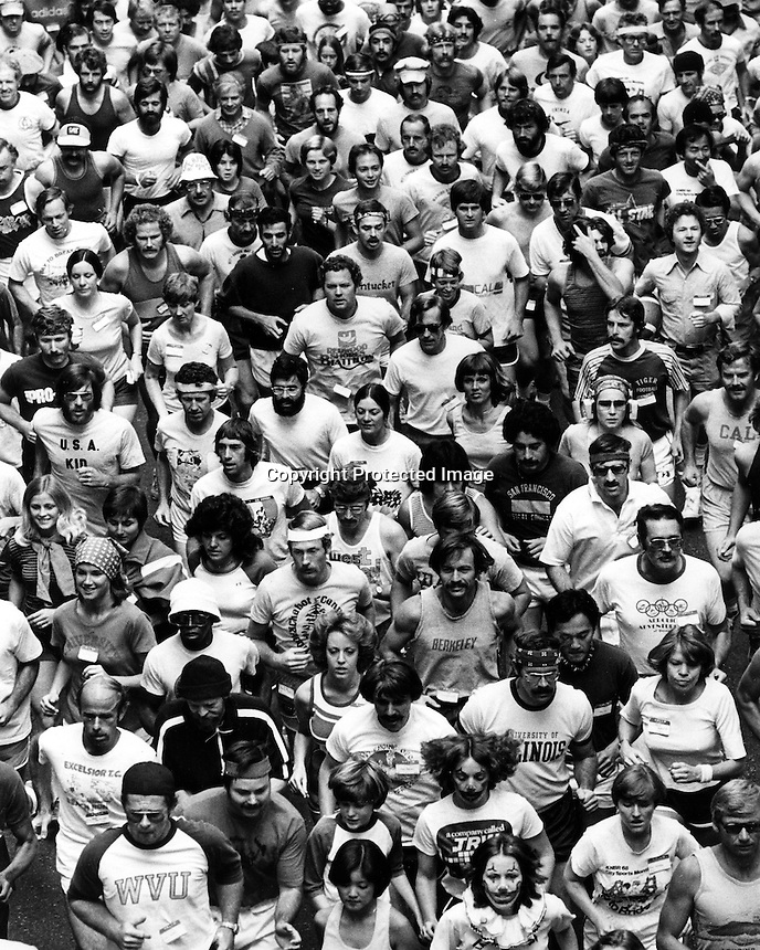 Oakland, California runners (Oct 29,1977)<br />photo/Ron Riesterer