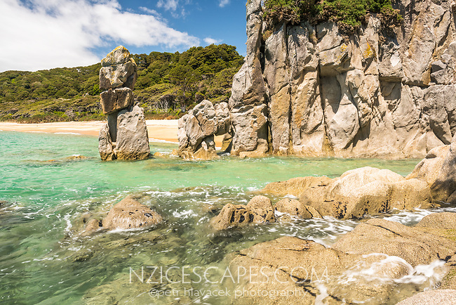Granite rock formations on Anapai Bay on Abel Tasman Coast Track, Abel Tasman National Park, Nelson Region, South Island, New Zealand