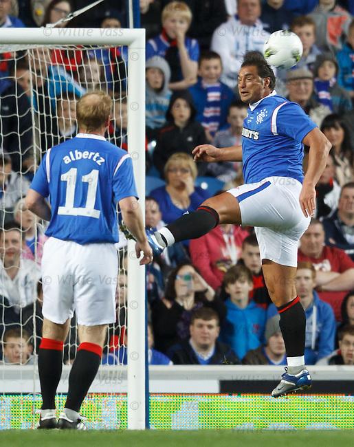Lorenzo Amoruso heads the ball away