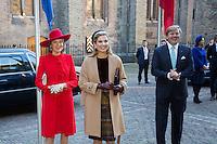 La reine Mathilde de Belgique, la reine Maxima des Pays-Bas, le roi Willem-Alexander des Pays-Bas, , au Parlement hollandais de La Haye.<br /> Pays-Bas, La Haye, 28 novembre 2016.<br /> Queen Mathilde of Belgium, Dutch Queen Maxima,  Dutch King Willem-Alexander at the 'Binnenhof' governmental building complex in The Hague, on the second day of a three-day State visit of the Belgian royal couple to The Netherlands.<br /> Netherlands, The Hague, 29 November