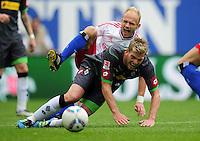 FUSSBALL   1. BUNDESLIGA   SAISON 2011/2012    6. SPIELTAG Hamburger SV - Borussia Moenchengladbach            17.09.2011 David JAROLIM (hinten, Hamburg) gegen Thorben MARX (vorn, Moenchengladbach)