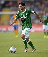 FUSSBALL   1. BUNDESLIGA   SAISON 2013/2014   1. SPIELTAG Eintracht Braunschweig - Werder Bremen             10.08.2013 Mehmet Ekici (SV Werder Bremen) am Ball