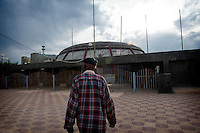 Khalifa rediscovers the Dome - the Mecca of the competition in the 60s-, situated only a few minutes walk from his garage.